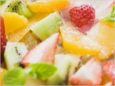 フルーツに糖尿病予防効果、ジュースでは逆効果。