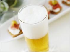 適度な飲酒が心臓に良いといえるのは一部の人だけ?