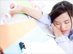 お昼寝はイライラを軽減し、生産性を高めます