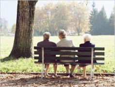 人類全体の長寿化が進んでいるが、健康寿命は短縮傾向