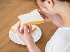 朝食を食べない高校生は試験の成績が悪い?