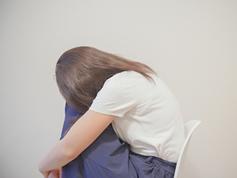 失恋の記憶が、感情的な女性の食欲を刺激する