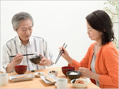 たんぱく質、炭水化物、脂肪の供給量が、平均寿命を左右する?